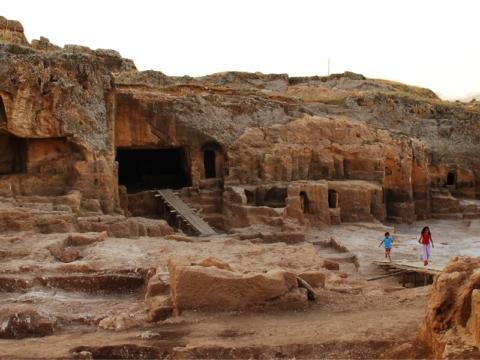 Ergani Hilar Çayönü Caves and Rock Tombs